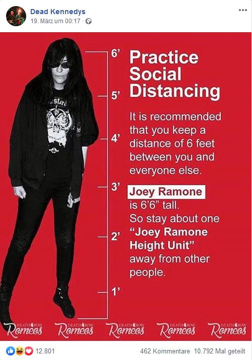 Die Abstandsregeln anhand der Größe von Joey Ramone erklärt.