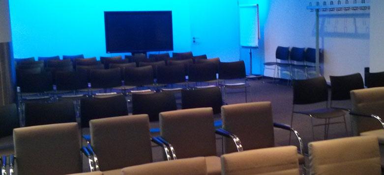Foto der Stühle im Sitzungssaal