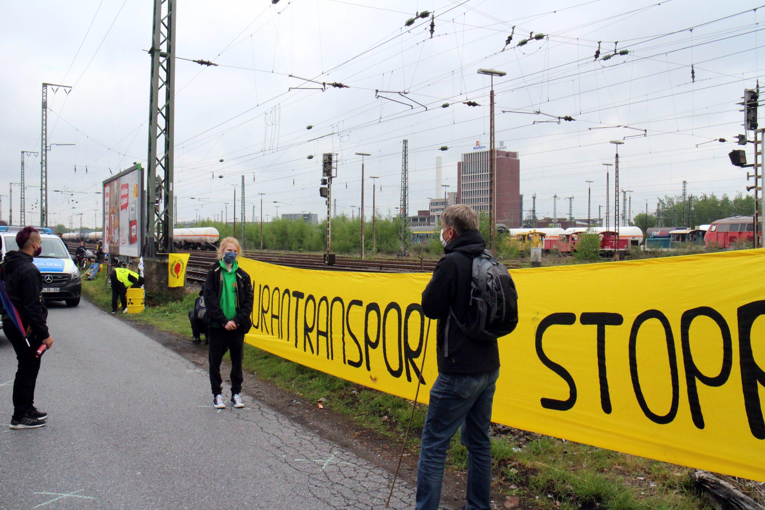 Dritte Mahnwache gegen Uranmülltransporte: Diesmal fuhr der Zug wieder