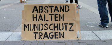 """Versammlungsfreiheit: """"Abstand halten - Mundschutz tragen"""""""