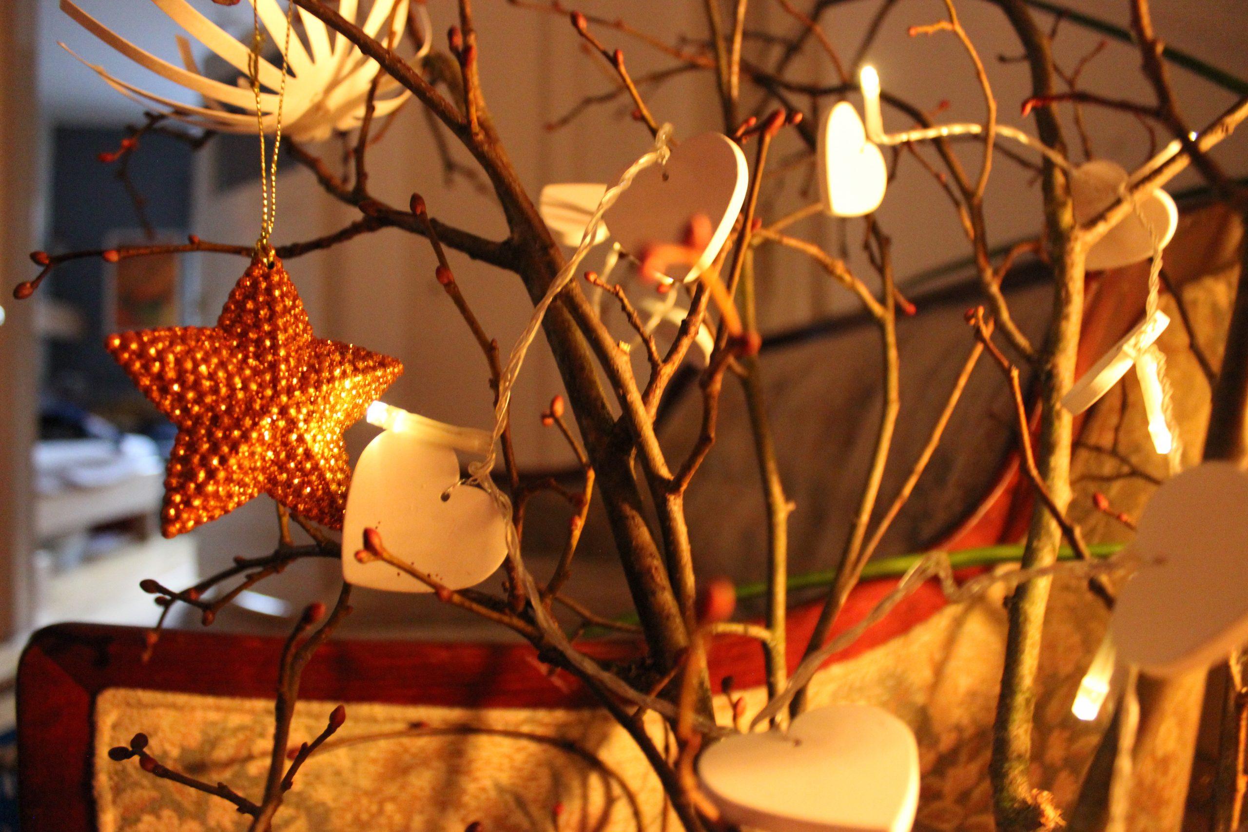 Weihnachtsbaum-Alternative: zusammengesteckte Äste