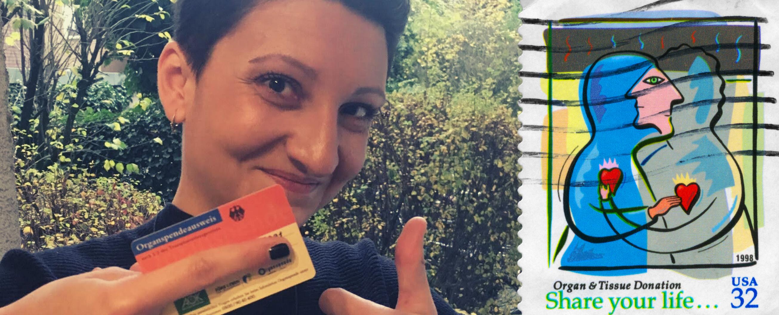 Bushra Arnous mit ihrem Organspendeausweis in der Hand, den sie in paar Minuten damals vor Ort bekommen hat. Daneben ist eine Briefmarke bezüglich Organspende unter dem Motto: share your life
